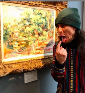 Renoir sucks at paintings